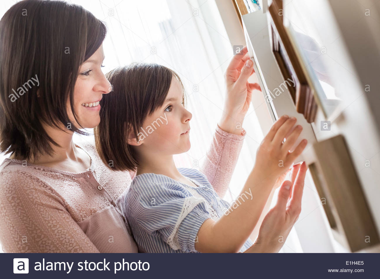 Madre e figlia regolazione immagine Immagini Stock