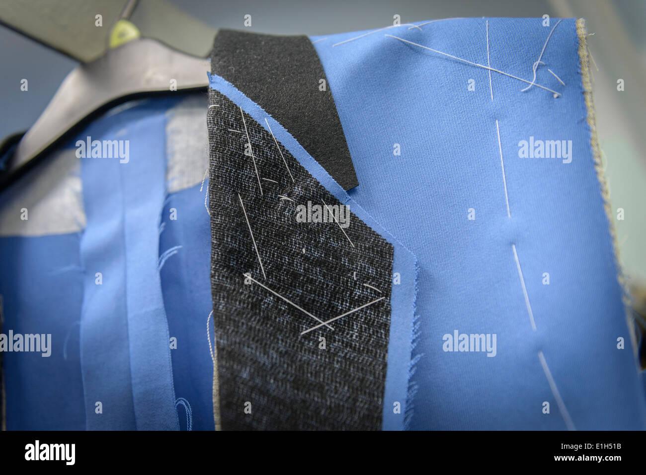 Dettaglio del materiale nella fabbrica di abbigliamento, close up Immagini Stock