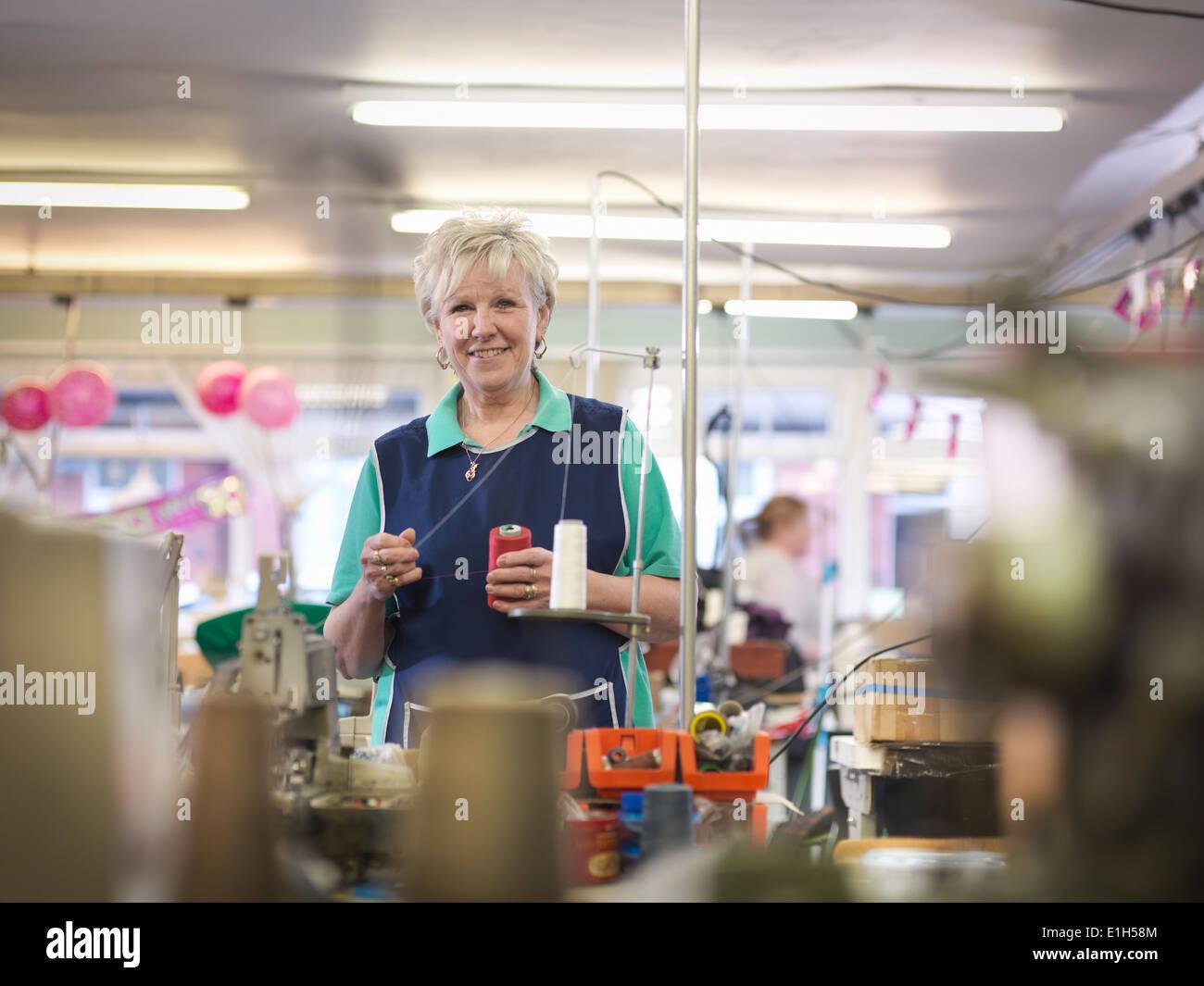 Direttrice della fabbrica di abbigliamento, ritratto Immagini Stock