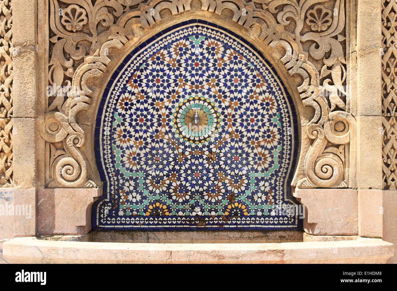Fontana di marocchini con piastrelle a mosaico a rabat marocco