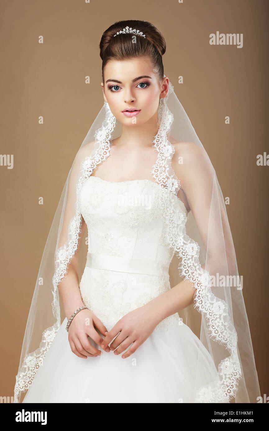 Nozze. Ritratto di dama con velo bianco Immagini Stock