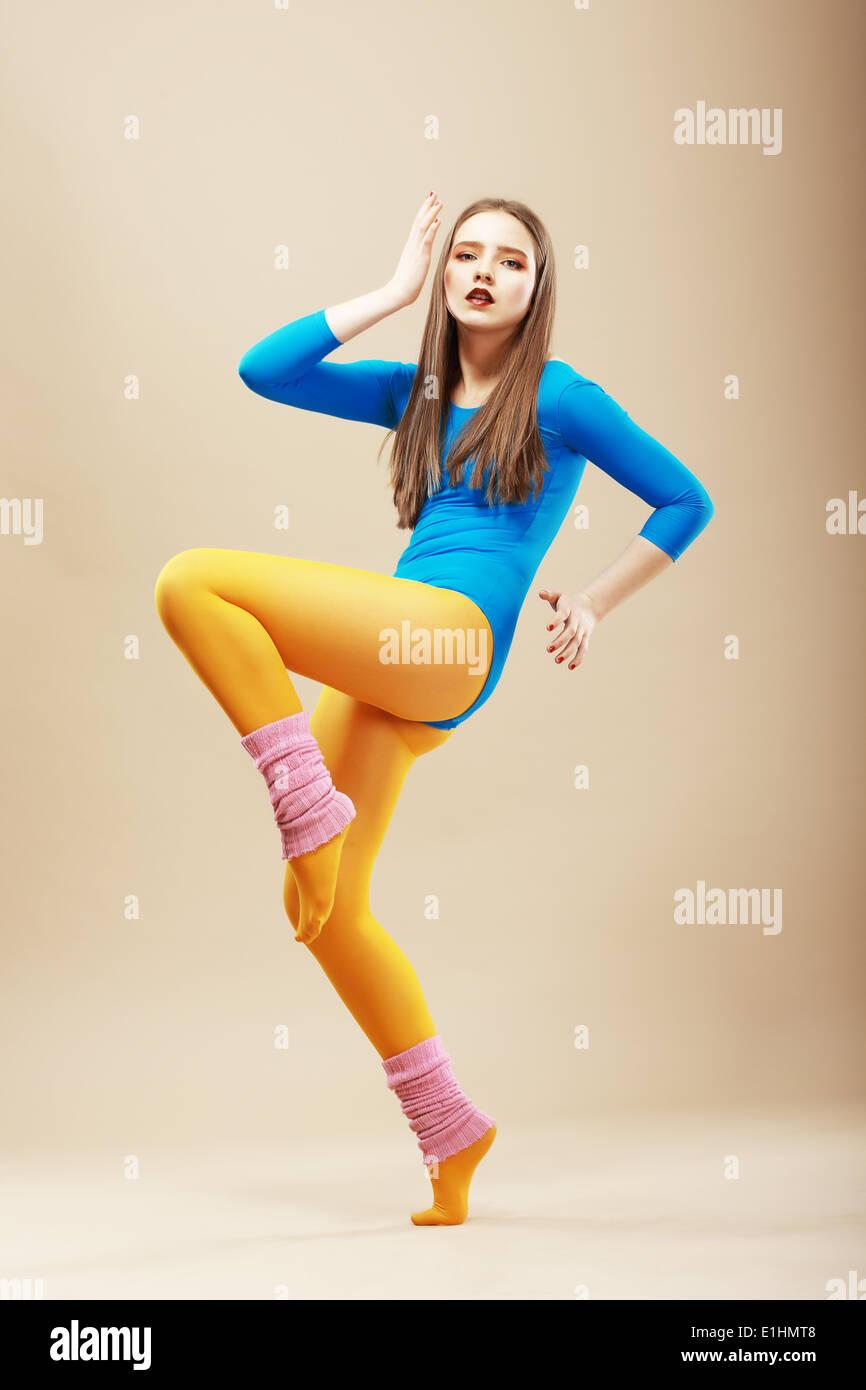 La sagomatura. Fitness. Attiva donna Shapely in Sportswear in punta di piedi. Benessere Immagini Stock