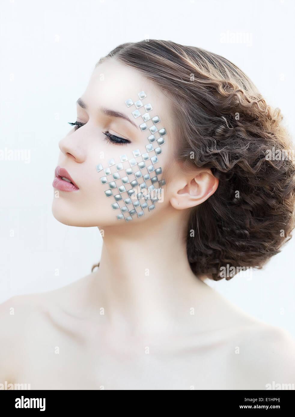 Bella ragazza giovane faccia. Una pelle perfetta concetto. Arte per il make-up. Bellezze naturali Foto Stock