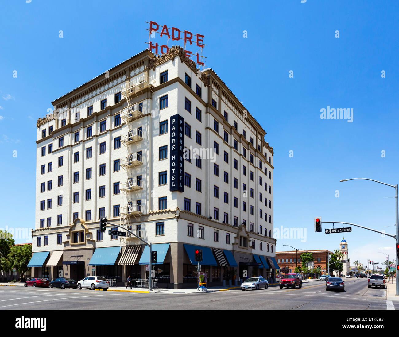 Lo storico Padre Hotel nel centro cittadino di Bakersfield, Kern County, California, Stati Uniti d'America Immagini Stock