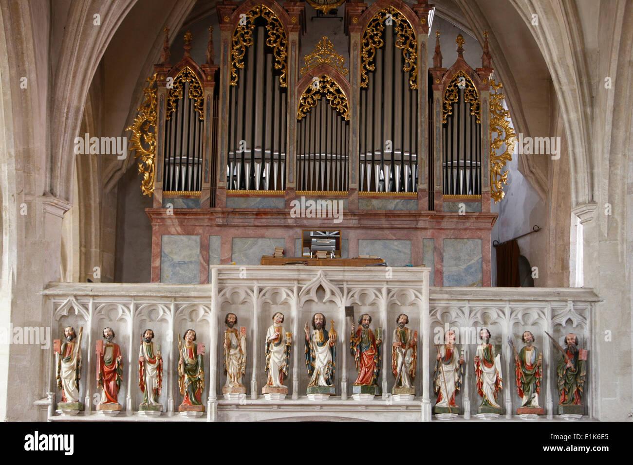 Spitz chiesa cattolica. Il pergamo è ornata di statue di Cristo e dei suoi apostoli (1420 circa). Immagini Stock