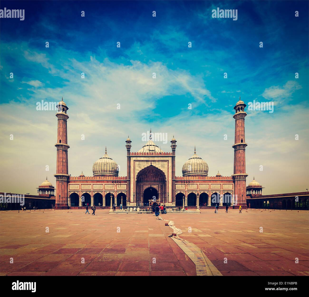 Vintage retrò hipster stile immagine di viaggio della Jama Masjid - la più grande moschea musulmana in India. Delhi, India Immagini Stock