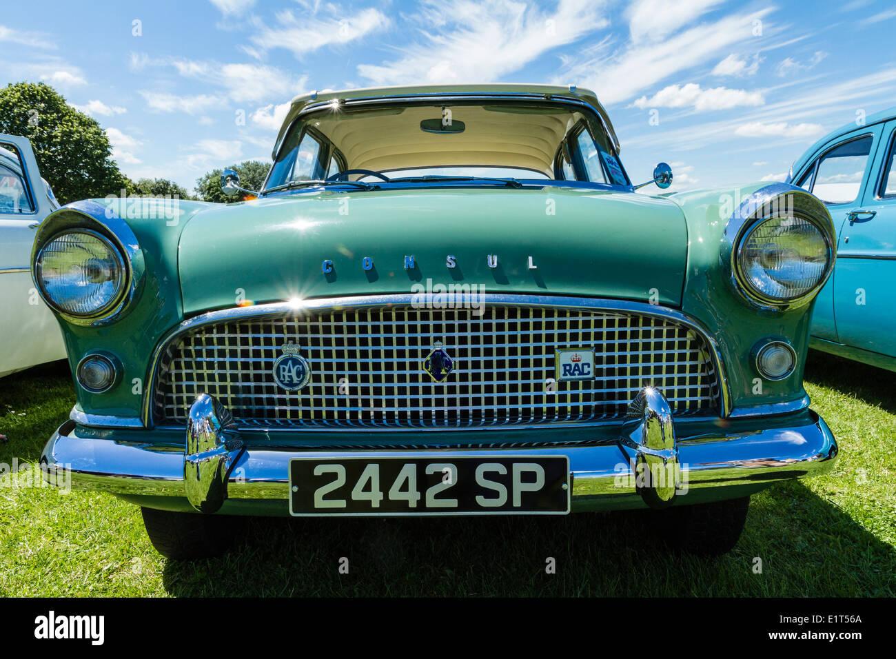 Anni Cinquanta Ford Consul in classic car show Immagini Stock