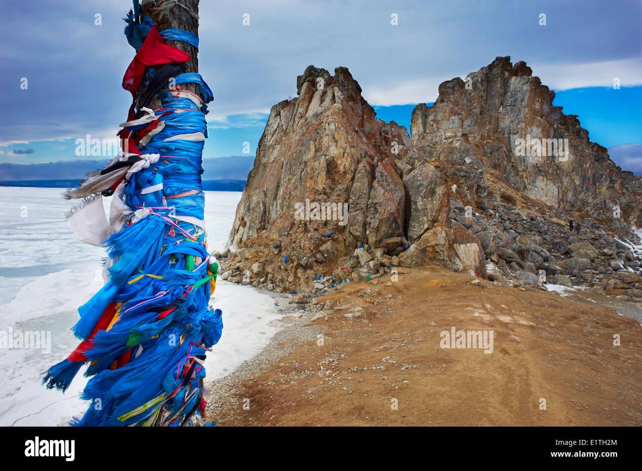 La Russia, Siberia, Irkutsk, Oblast di lago Baikal, Maloe più (po) mare, lago ghiacciato durante l'inverno, isola di Olkhon, Shaman rock Foto Stock