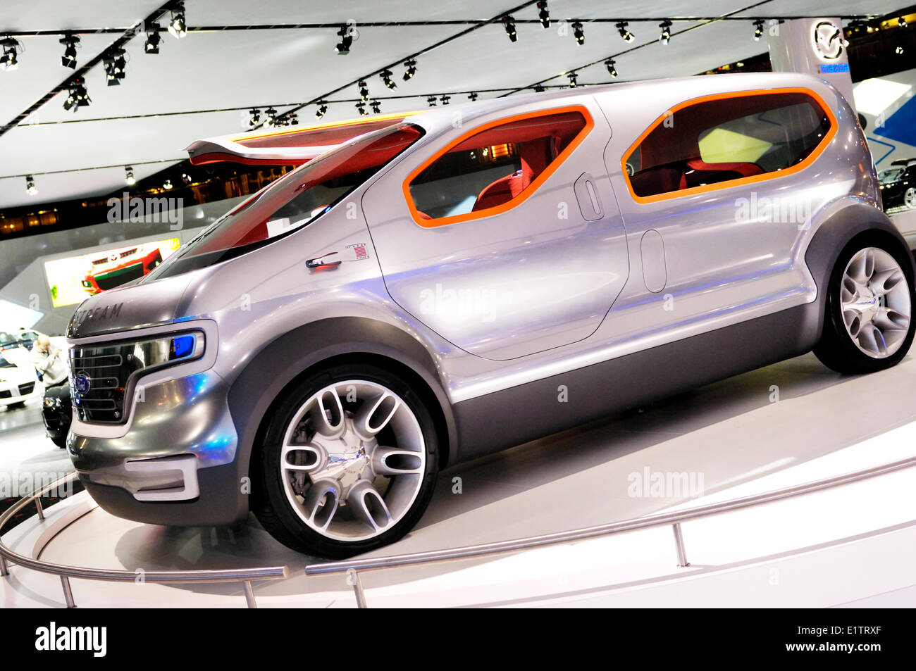 Ford Airstream crossover futuristico concept car powered by HySeries drive plug-in ibrido idrogeno celle a combustibile Immagini Stock