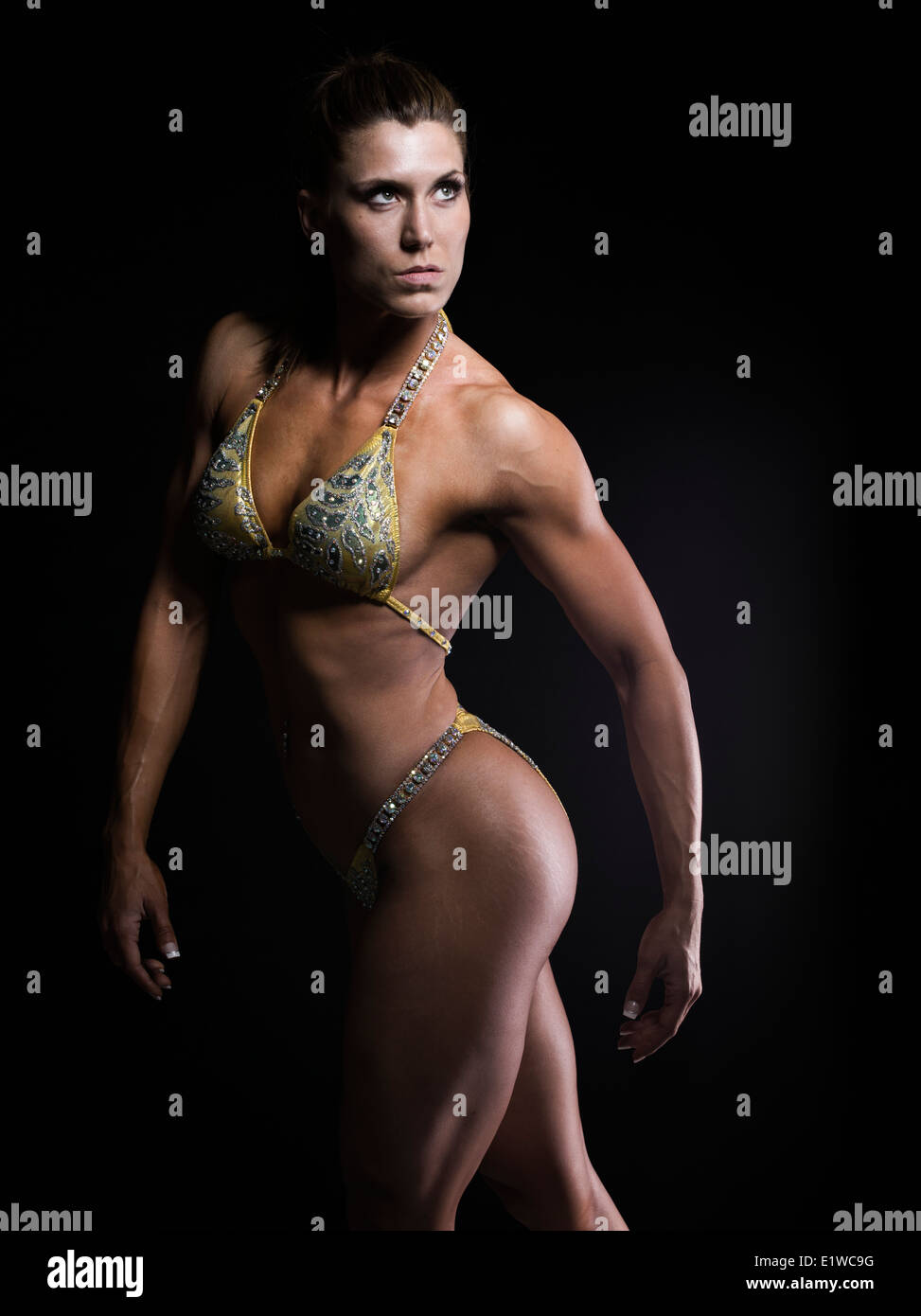 Tonico muscolare athletic donna - corpo femmina builder bodybuilder modello fitness Immagini Stock