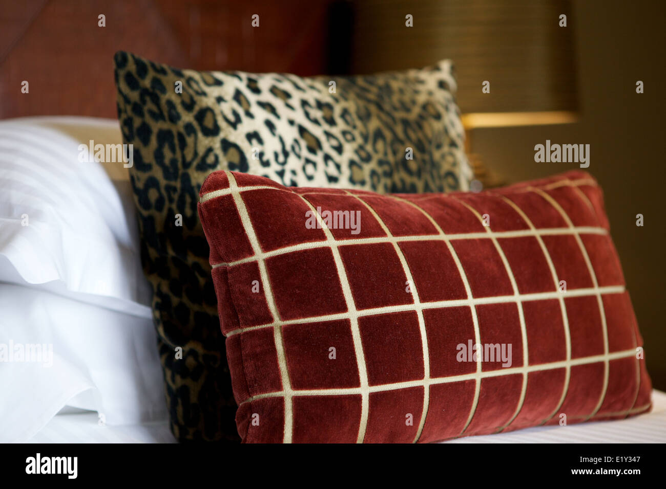 Cuscini di lusso in un hotel bed Immagini Stock