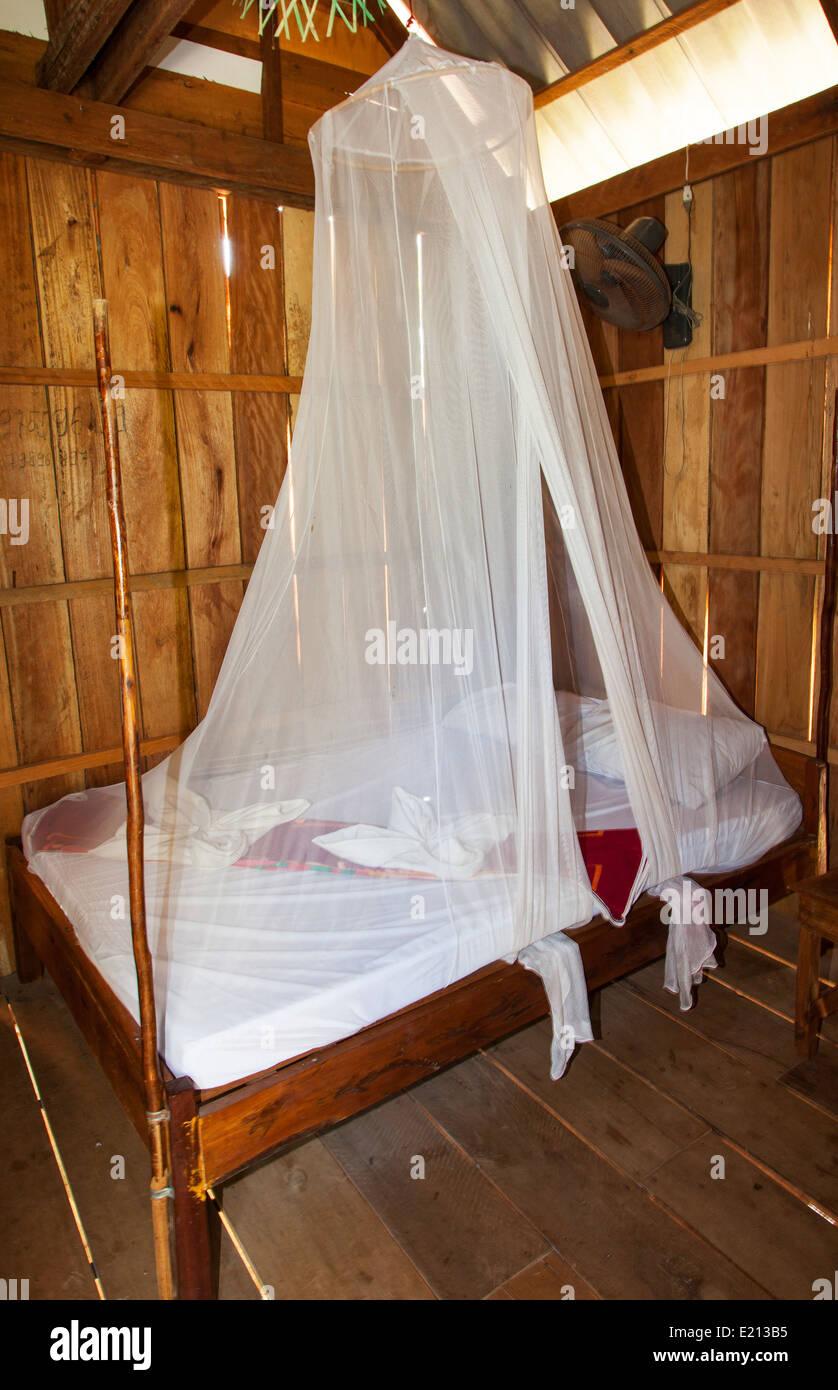 Un letto ricoperto con una zanzariera in sihanoukville cambogia foto immagine stock 70095401 - Zanzariera letto ...
