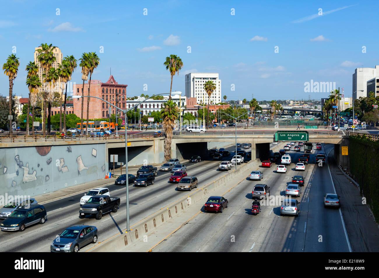 Los Angeles, superstrada. La Santa Ana Freeway (USA 101) visto dal N Broadway bridge nel centro cittadino di Los Immagini Stock