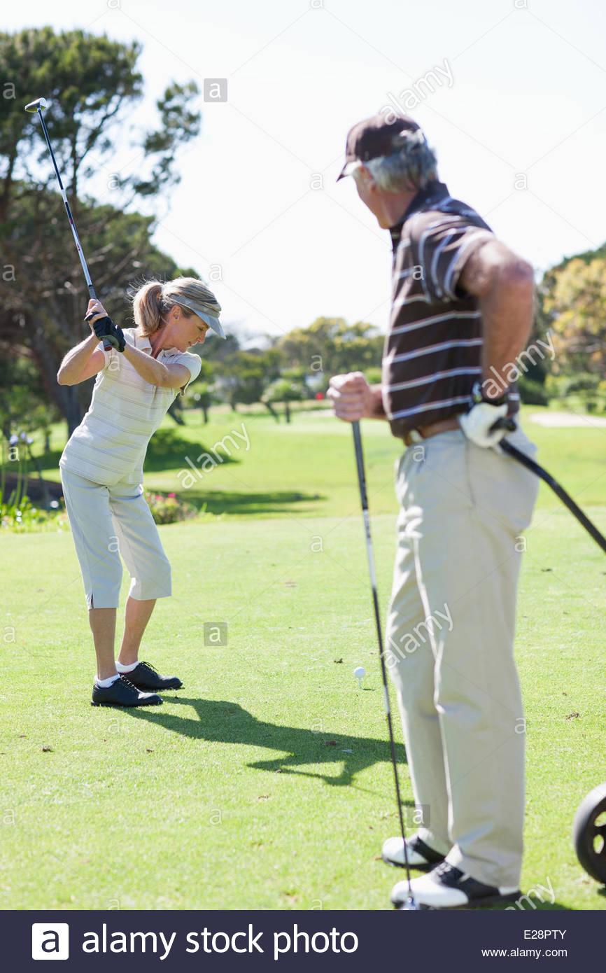 Coppia matura per giocare a golf Immagini Stock