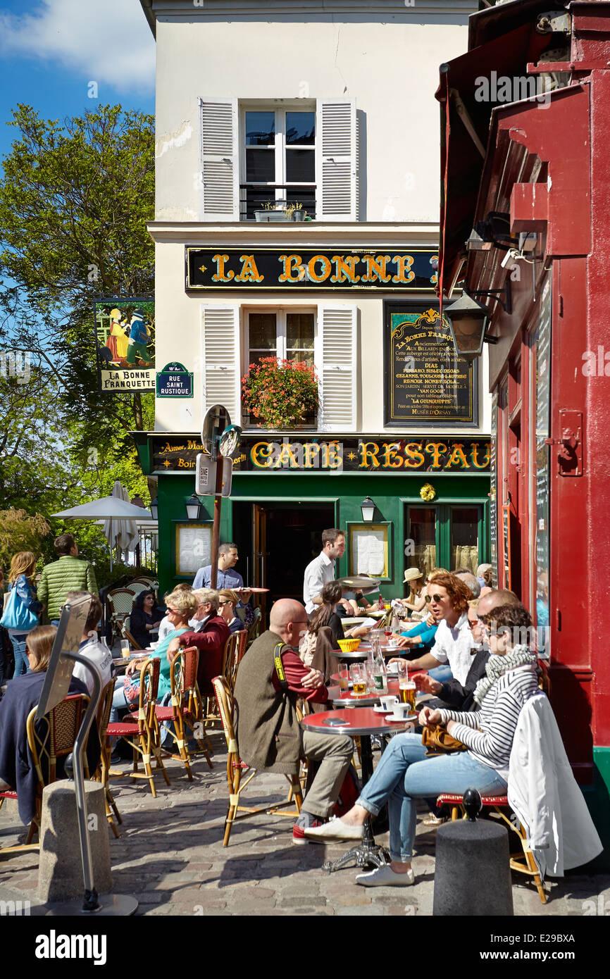 Turisti nel ristorante, quartiere di Montmartre, Parigi, Francia Foto Stock