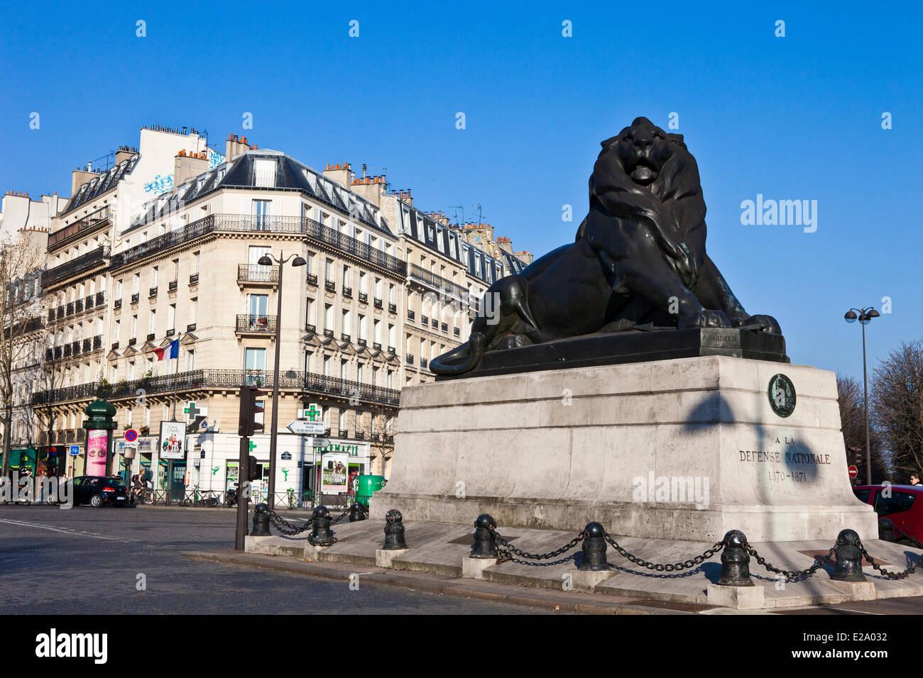 Francia, Parigi, Place Denfert Rochereau adornata con una replica del Leone di Belfort Immagini Stock