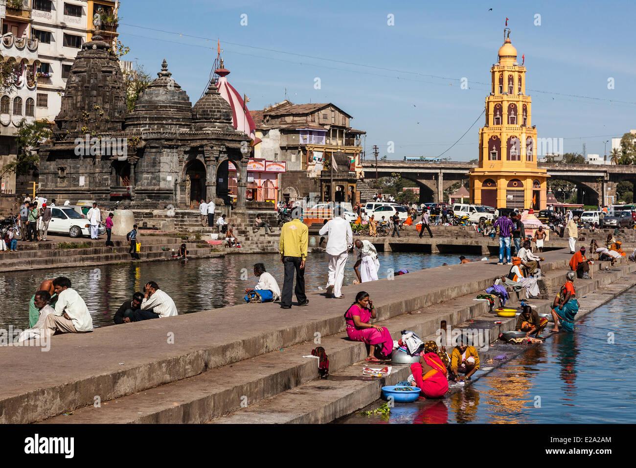 India, nello stato del Maharashtra, Nashik, lavaggio sul ghats Immagini Stock