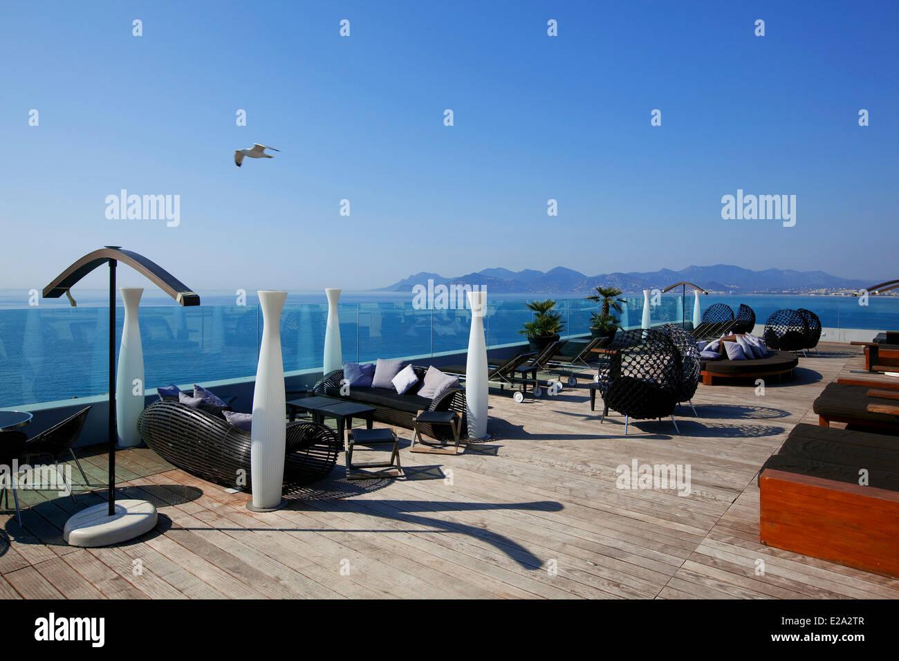 Francia, Alpes Maritimes, Cannes, Hotel Radisson Blu, terrazza sul tetto Immagini Stock