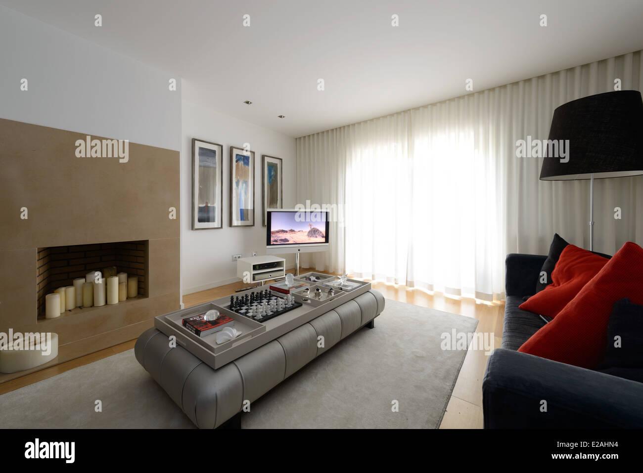 Soggiorno Moderno Con Camino moderno soggiorno con camino foto & immagine stock: 70304224