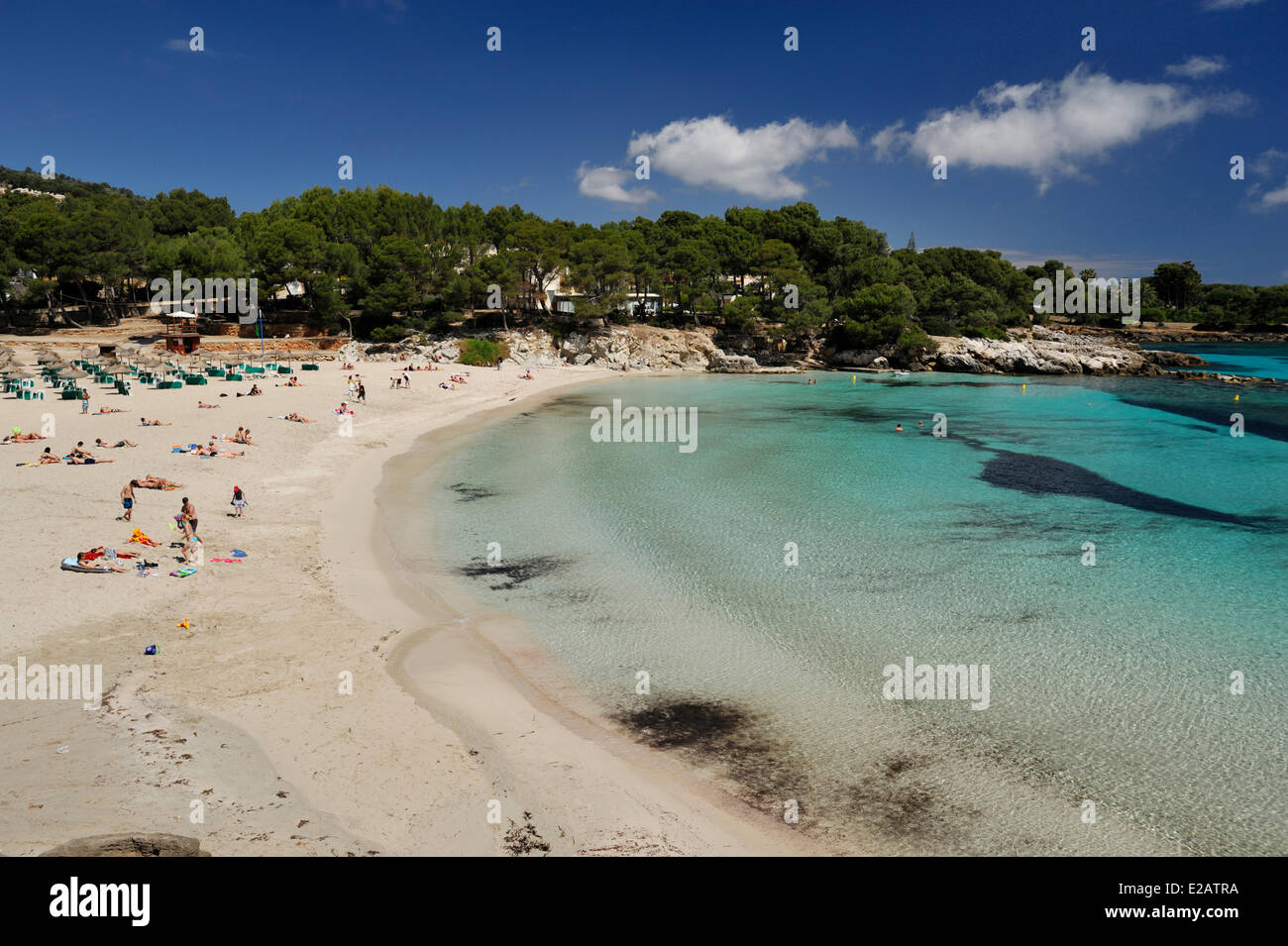 Isole Baleari Spagna Maiorca Capdepera, Sa Font de Sa Cala, spiaggia con acque chiare Immagini Stock