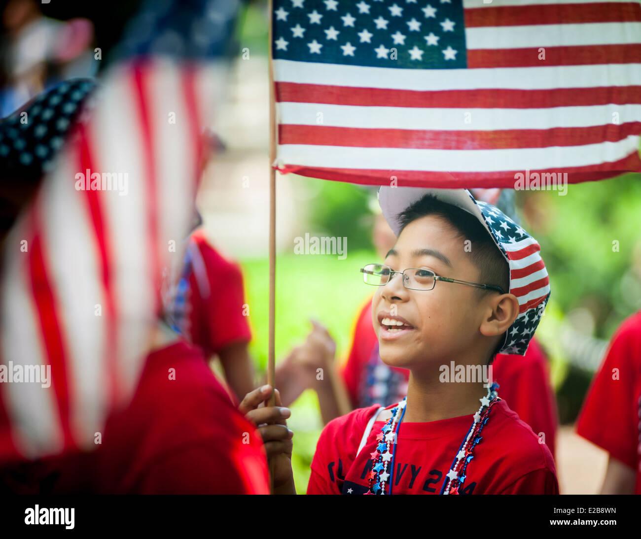 Bandiera annuale parata del giorno a partire da New York City Hall Park. Immagini Stock
