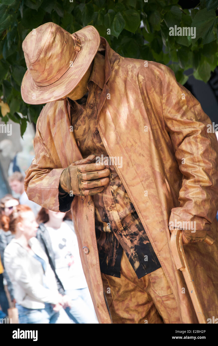 Un esecutore di strada su Buchannan Street in Glasgow Scotland Regno Unito  Immagini Stock a1f6e1d9096