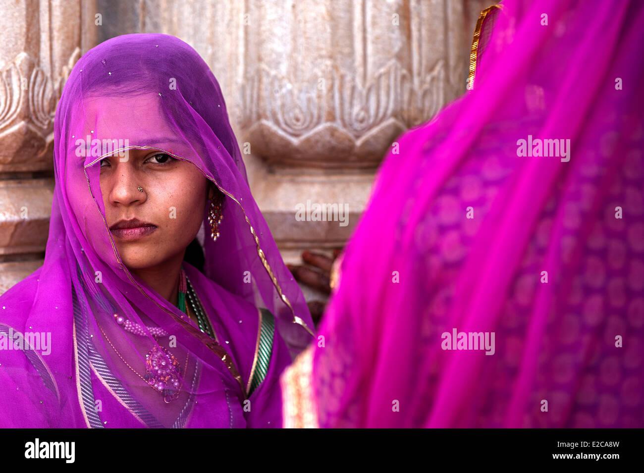 India Rajasthan, Udaipur, donna in sari Immagini Stock