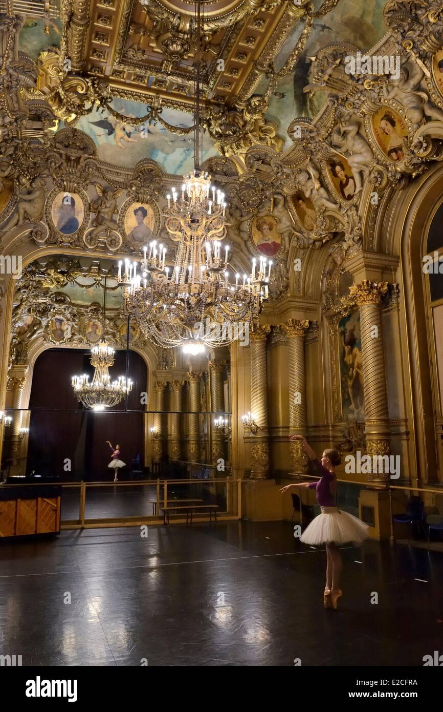 Francia, Parigi, Opera Garnier, warm-up prima di andare in scena nel Foyer de la Danse Immagini Stock