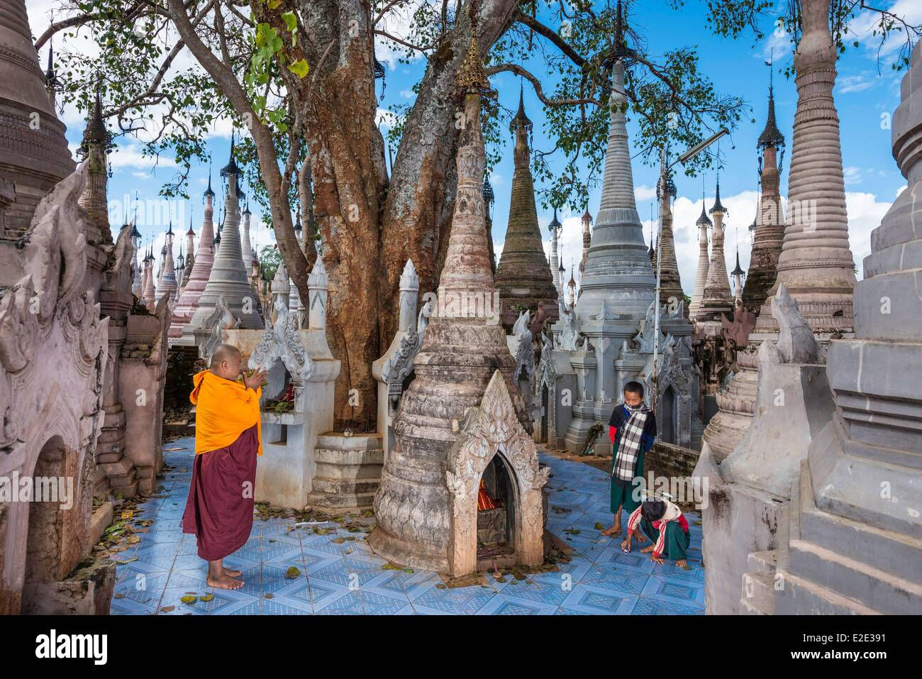 Myanmar (Birmania) stato Shan Pao tribù archeologica e religiosa fuori sito Kakku vicino a Tan Shi Immagini Stock