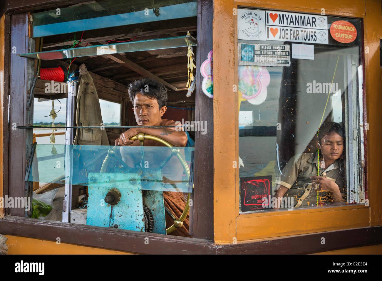 Myanmar (Birmania) Divisione Mandalay Mandalay fiume Irrawady capitano della barca da Mandalay a Mingun Immagini Stock