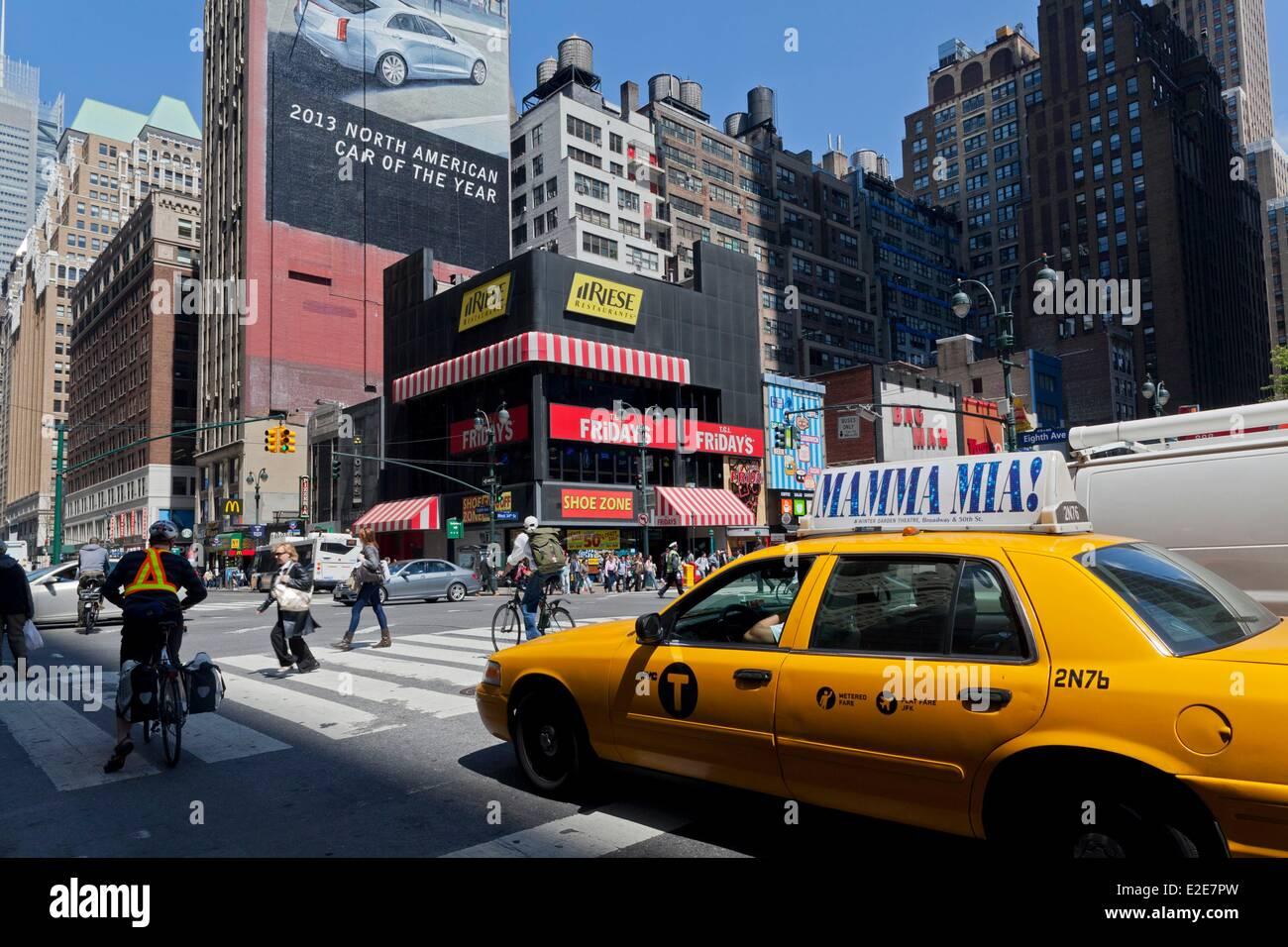 Stati Uniti, New York, Manhattan Midtown, 34th Street intersezione con l'Ottava Avenue, nel cuore della città Immagini Stock