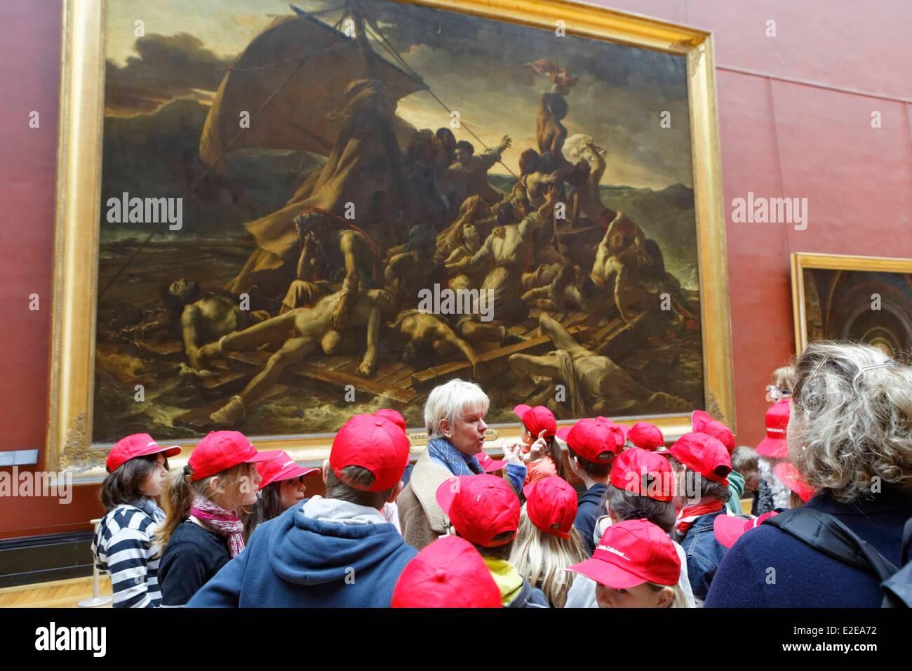 Francia, Parigi, bambini e guida in font di Le radeau de la Meduse da Gericault, al Louvre grande galleria Immagini Stock