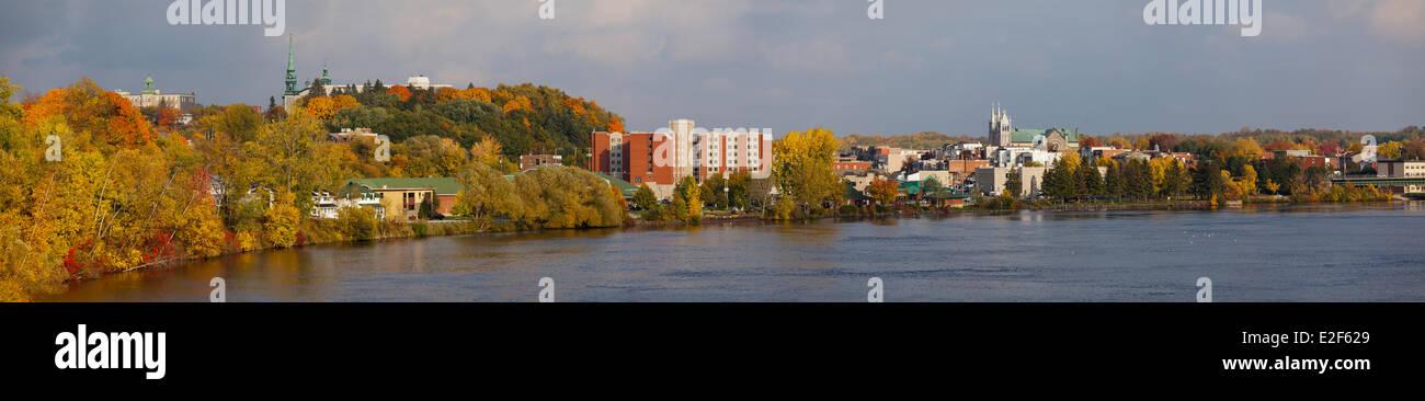 Canada Quebec, Mauricie, vista panoramica della città di Shawinigan nei colori dell'estate Indiana Immagini Stock