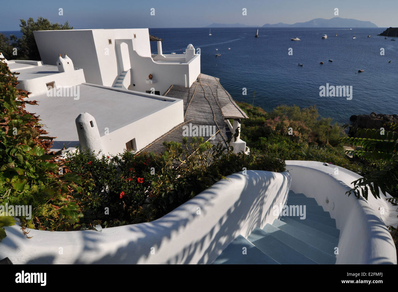 Isole Eolie o Lipari e Panarea house, Lipari in background Immagini Stock