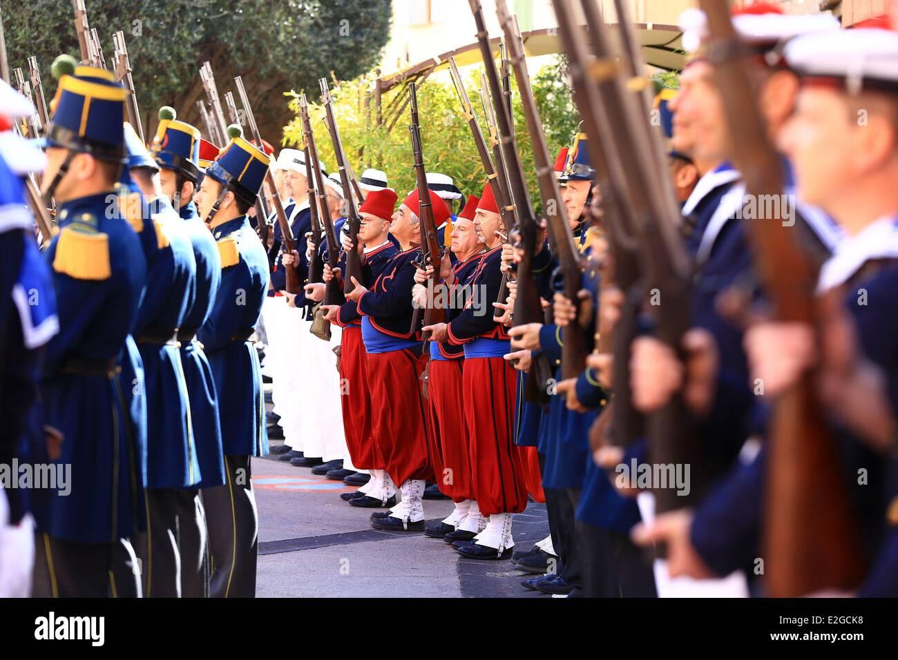 Francia Var Frejus La Bravade tradizionale festa in onore di arrivo di San Francesco di Paola in città Immagini Stock