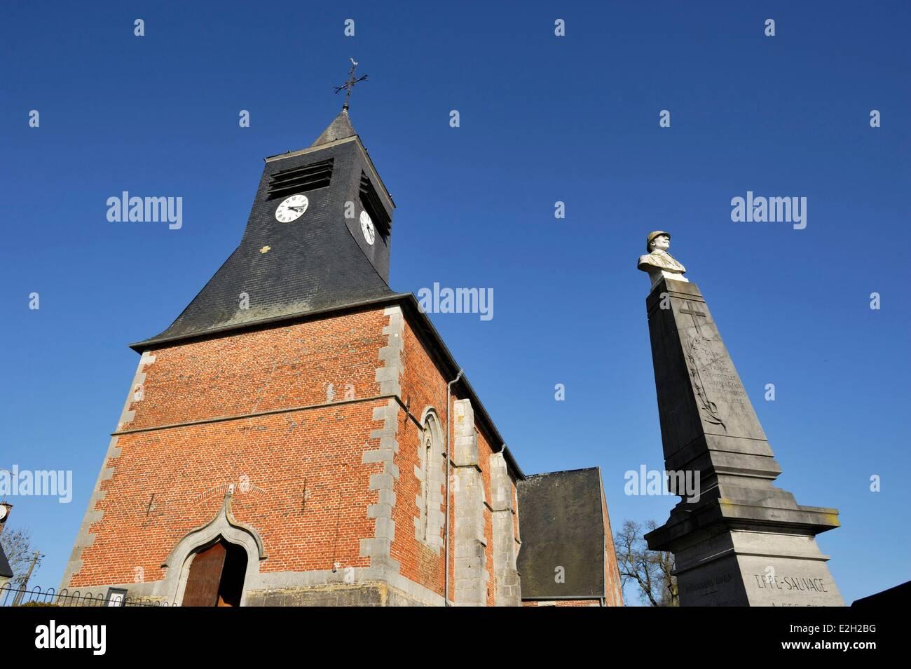 Francia Nord Eppe Sauvage Saint Ursmer chiesa e Memoriale di guerra Immagini Stock