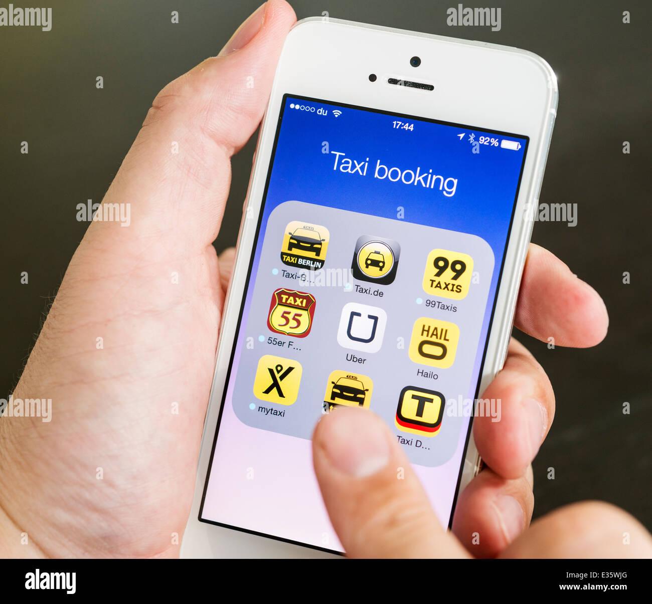 Dettaglio del mobile apps per la prenotazione di taxi su iPhone smart phone Immagini Stock