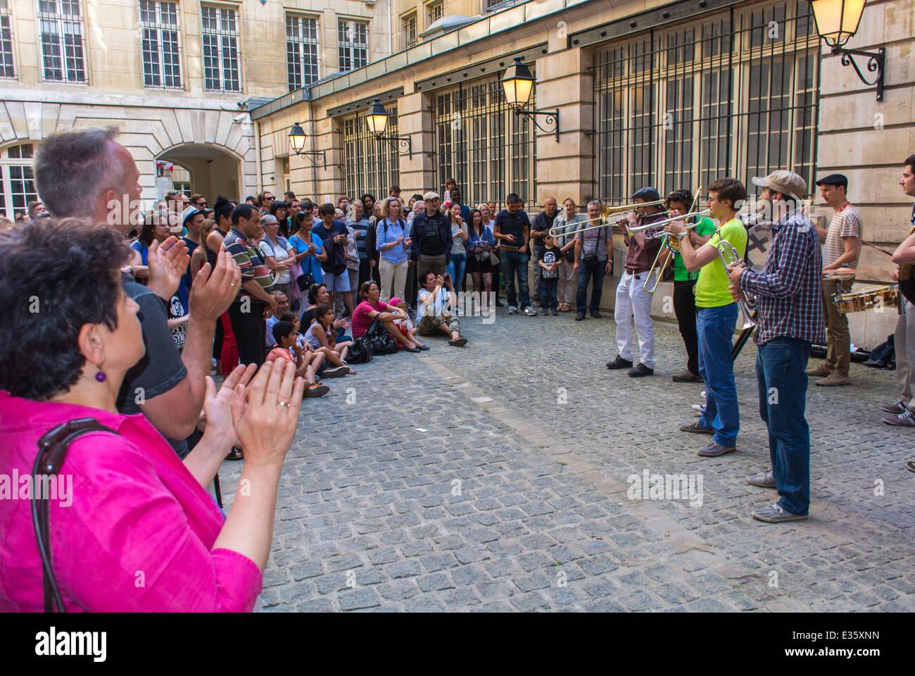 """Parigi, Francia, musicisti Jazz eseguendo nazionale annuale Festival Musicale """"Fete de la Musique"""" (Musica Immagini Stock"""