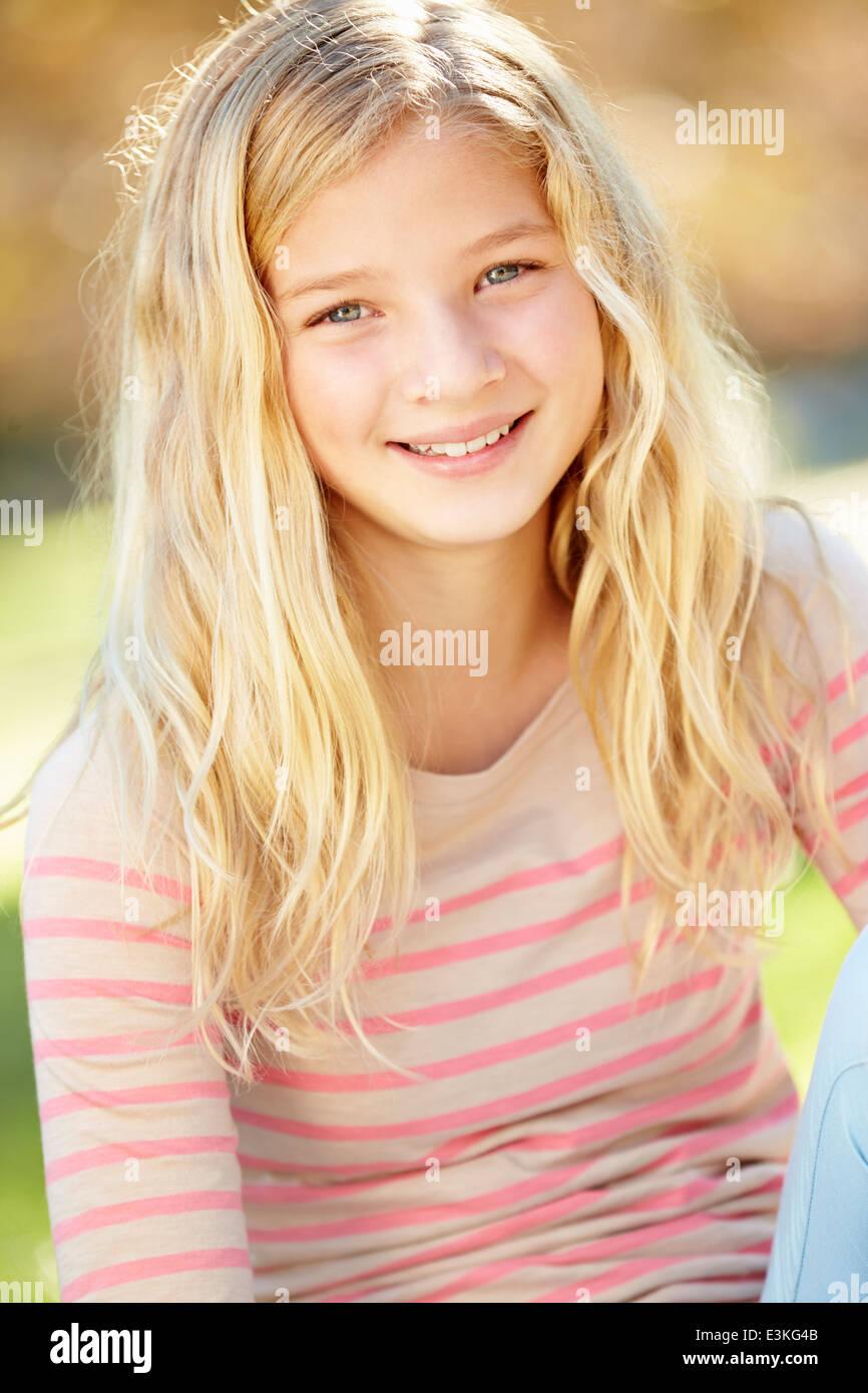 Ritratto di Pretty Girl In campagna Immagini Stock