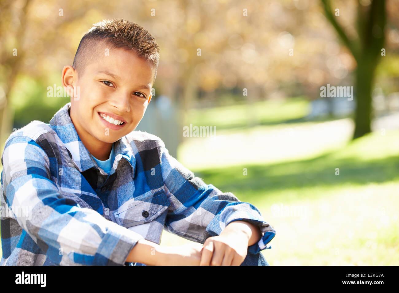 Ritratto di ragazzo di ispanici in campagna Immagini Stock