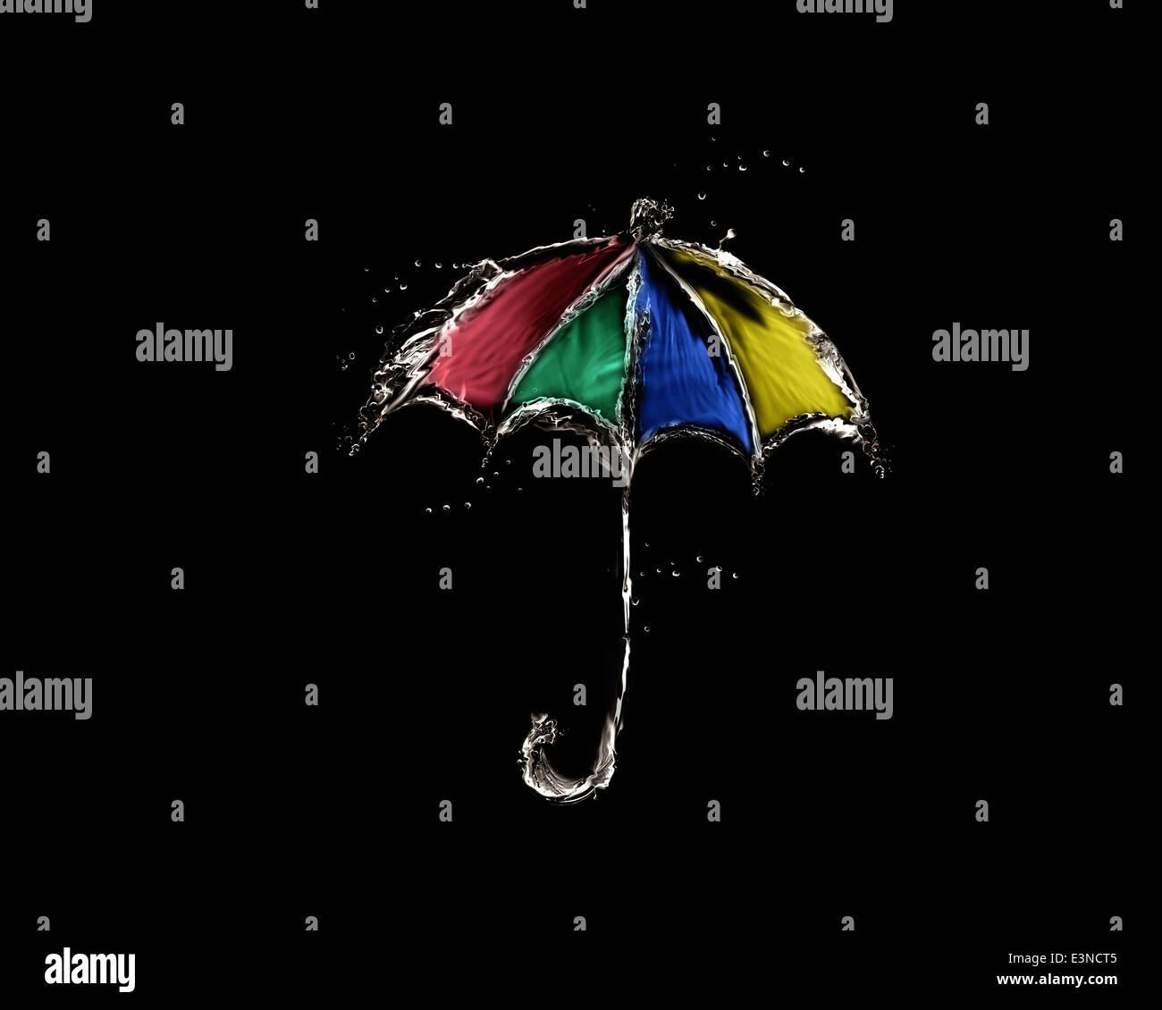 Un ombrello colorato fatto di acqua su nero. Immagini Stock