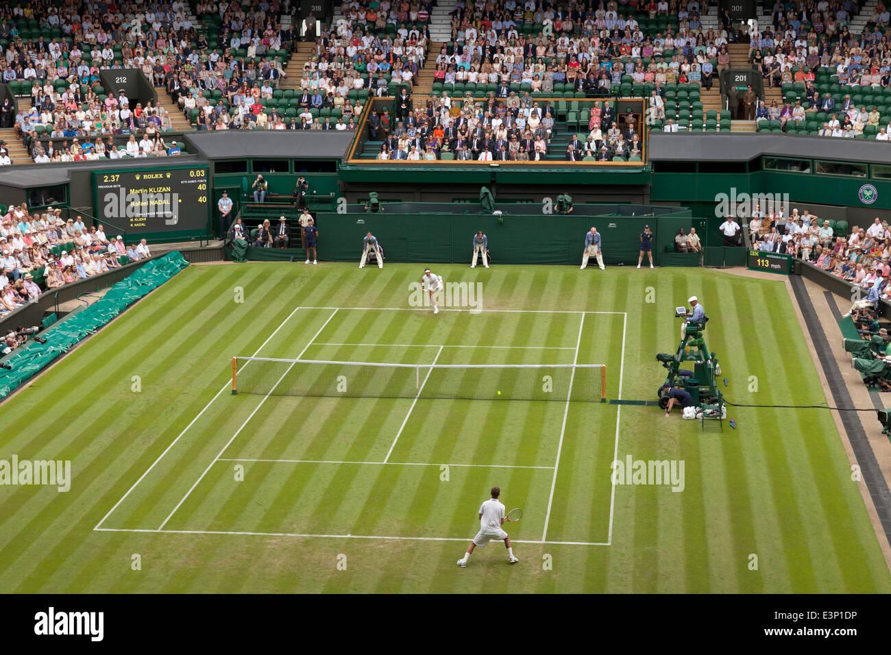 Campo centrale di Wimbledon Mens Singles, 1° round, 2014 Campionati, Wimbledon Lawn Tennis Club, Londra Inghilterra Immagini Stock