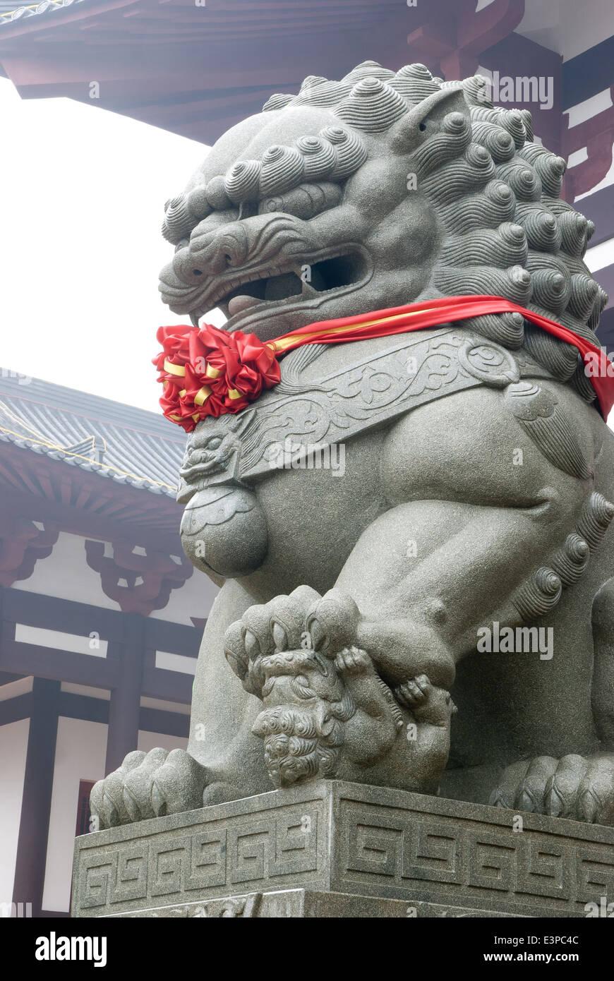 Fengshui lion con nastro rosso Immagini Stock