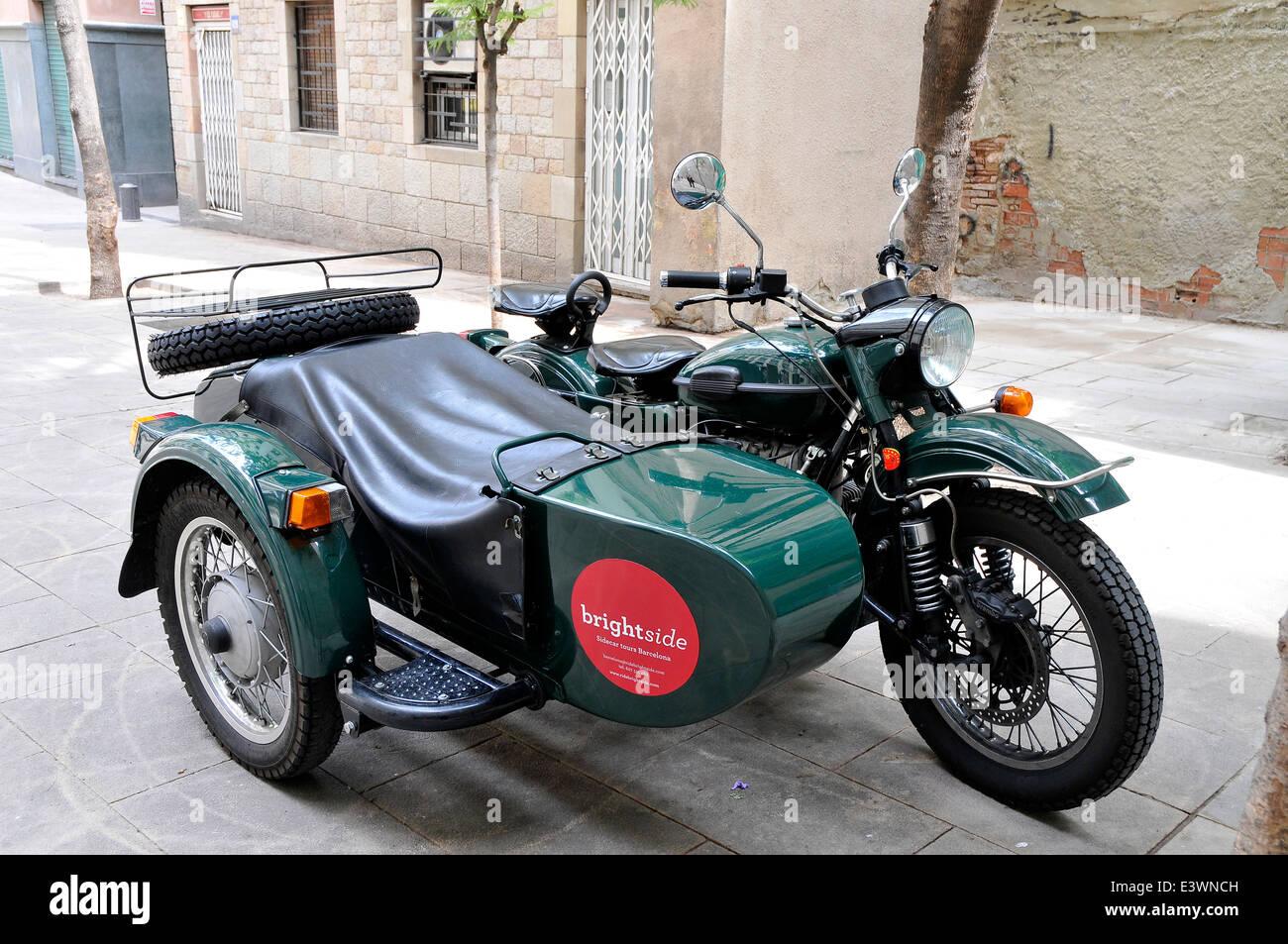 Motociclo con sidecar Barcelona offerta turistica per tour della città Immagini Stock