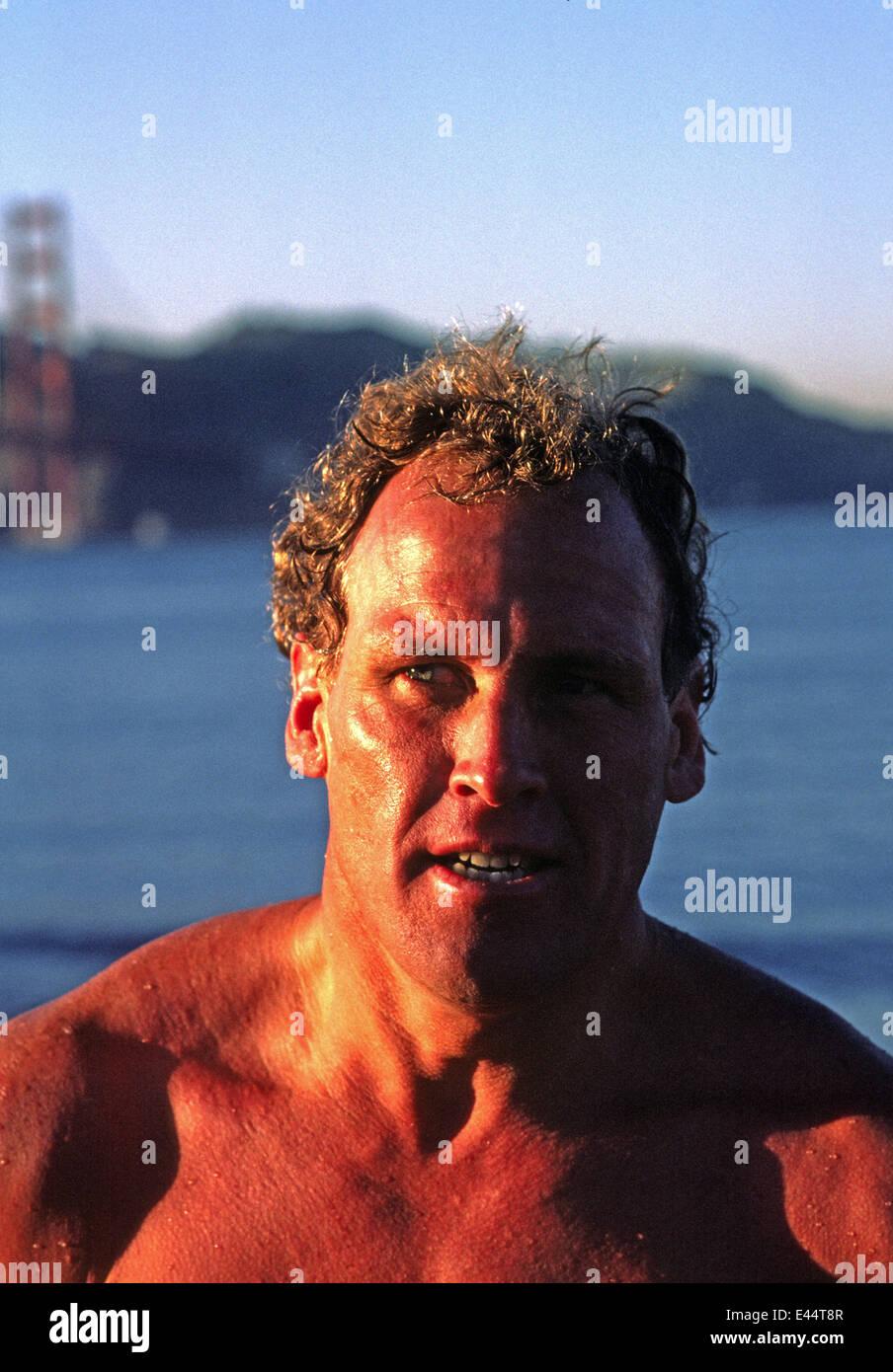 Dave Horning dopo nuotata nella Baia di San Francisco nel 1985 Immagini Stock