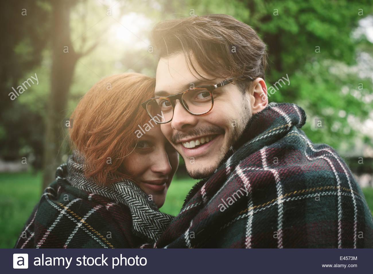 Giovane avvolto in una coperta Immagini Stock