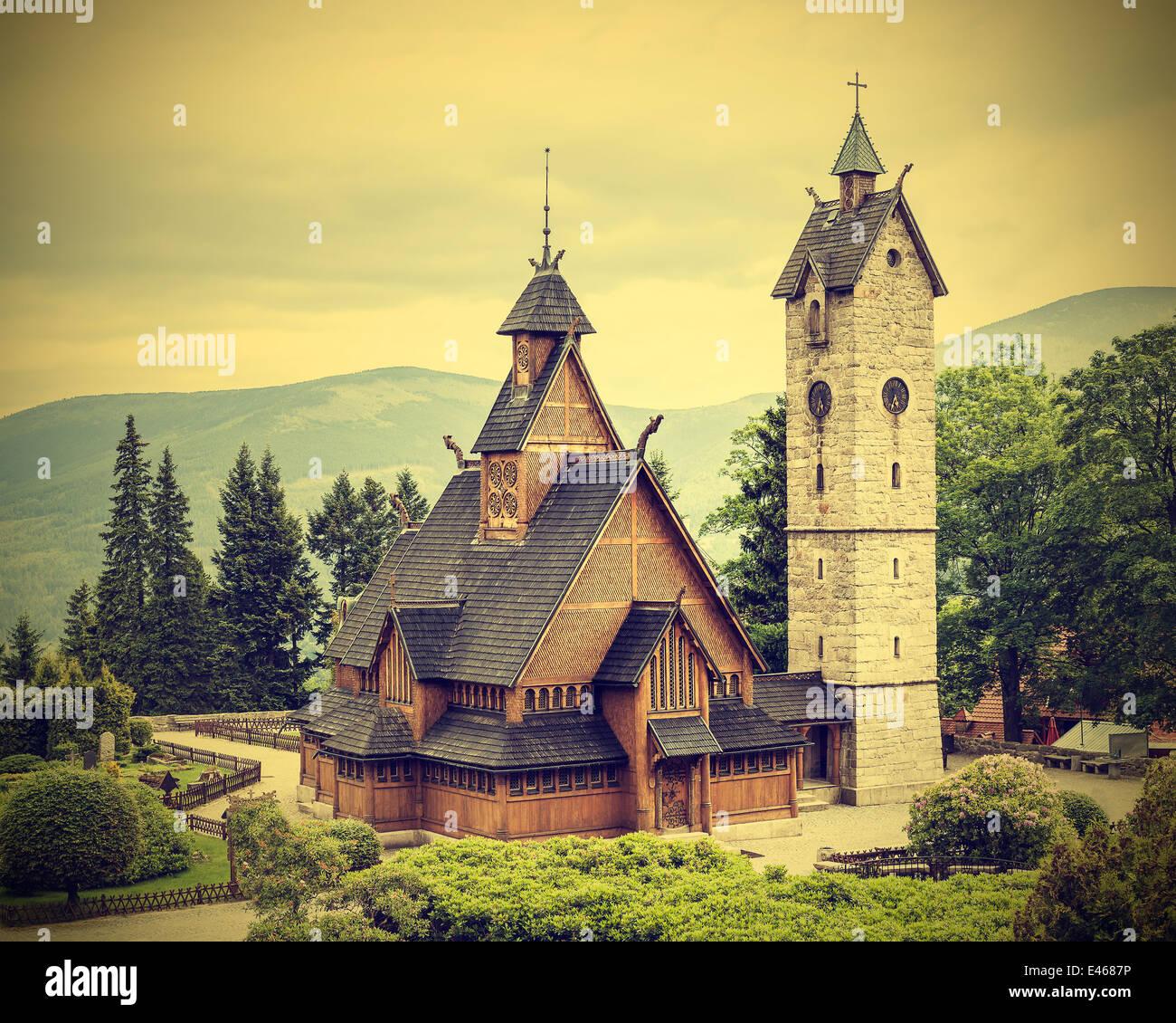 Vecchio, legno, tempio Wang in Karpacz, Polonia, in stile vintage. Immagini Stock