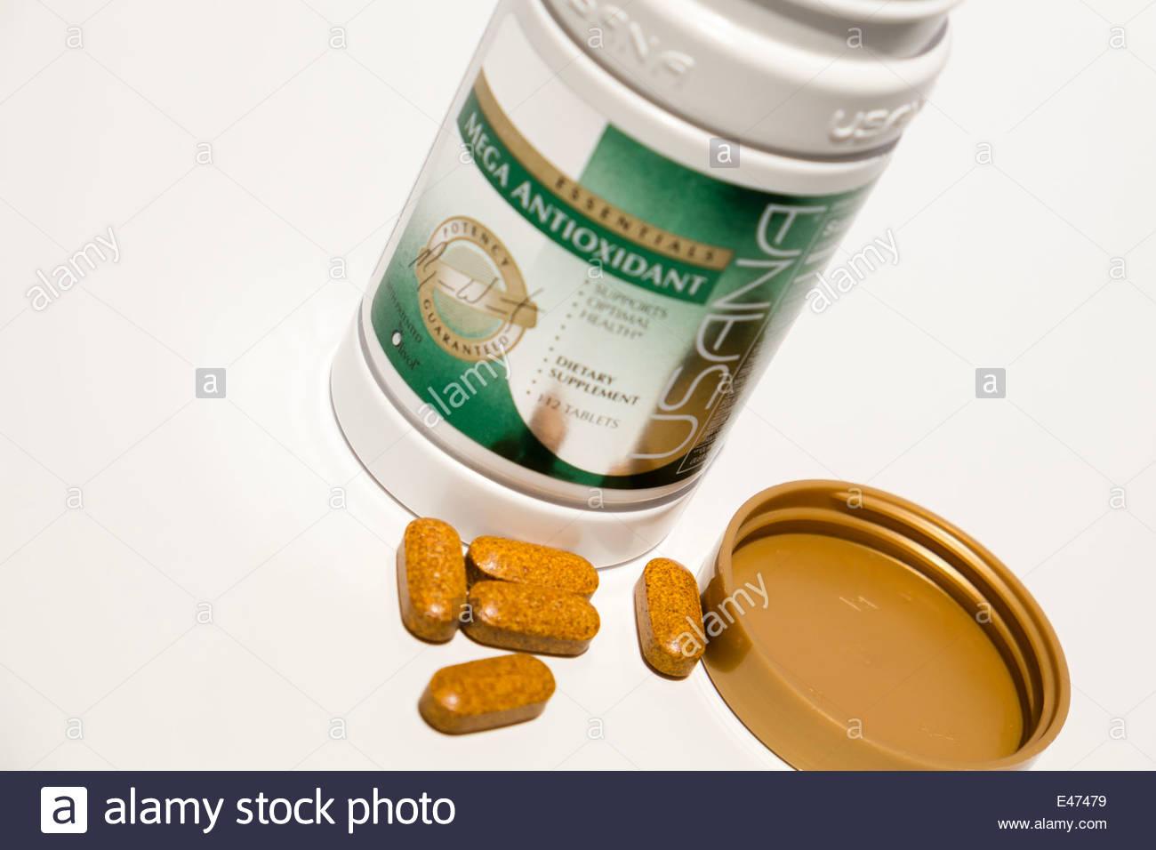 Mega compresse antiossidante Di 'Usana marca sul piano portapaziente Immagini Stock