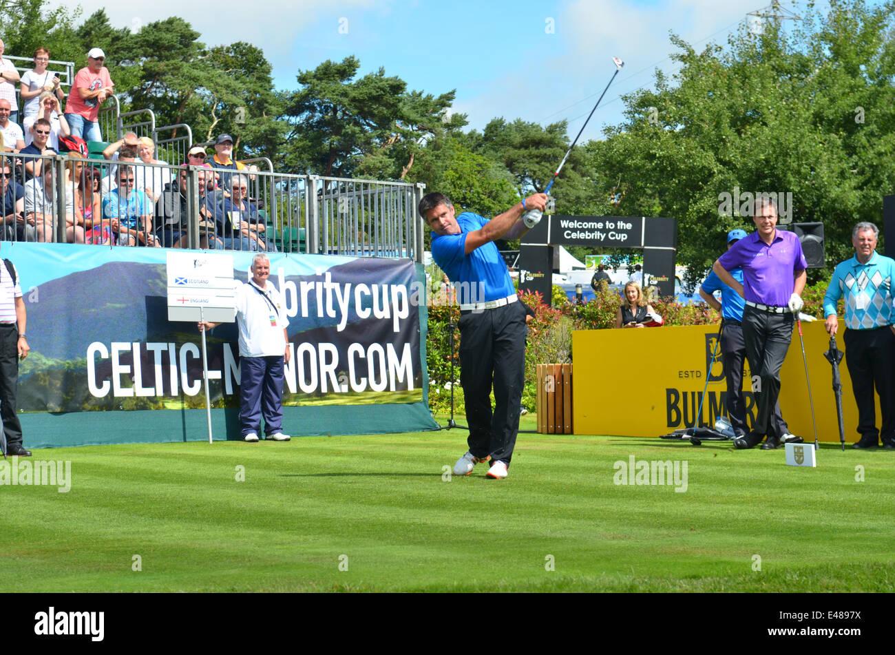 Golf.la coppa di celebrità. Celtic Manor Resort in Galles.Kenny Logan Tees off. Robert Timoney/AlamyLiveNews Immagini Stock
