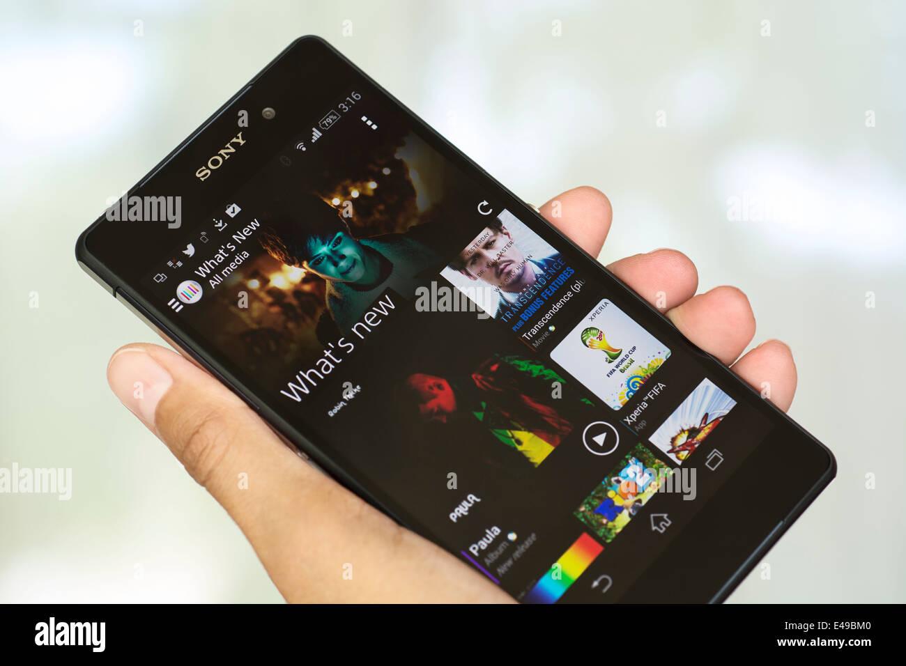 Mano azienda Smartphone, cellulare, telefono cellulare, Xperia Z2 Immagini Stock